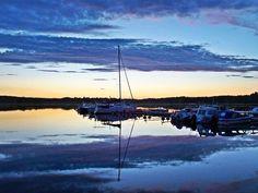 Lököre ⚓⛵🚤 #Lököre #Lökörenvenesatama #suomenlahti #venesatama #purjevene #heijastus #pilvet #gulfoffinland #marina #sailboat #reflection #clouds #pyhtää #pyttis #finland