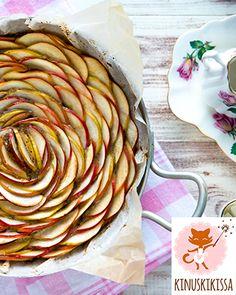 Terveellisempi omenapiirakka Pohja: 3 dl (125 g) Meira mantelilastuja 1 dl Meira hasselpähkinäjauhetta ½ dl vettä 1 ½ rkl juoksevaa hunajaa Täyte: 2 isoa kypsää...