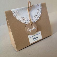 Comunión: El packaging de los detalles Wedding Gift Bags, Wedding Favor Boxes, Wedding Tags, Creative Gift Wrapping, Creative Gifts, Diy Bag Gift, Logo Online Shop, First Communion Decorations, Decorated Gift Bags