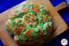 Paine cu usturoi Bread, Food, Brot, Essen, Baking, Meals, Breads, Buns, Yemek