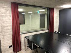 Sichtschutzvorhänge mit farblich angepasstem Schnurzug. Elegant, Curtains, Home Decor, Home, Classy, Chic, Blinds, Decoration Home, Room Decor