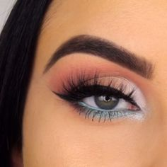makeup videos POP OF BLUE makeupbyserenacleary Bringing the SLAY with this look which she completed using her in the style quot; Makeup Eye Looks, Eye Makeup Steps, Cute Makeup, Smokey Eye Makeup, Eyeshadow Makeup, Grey Eyeshadow, Awesome Makeup, Eye Makeup For Hazel Eyes, Makeup Blue Eyes