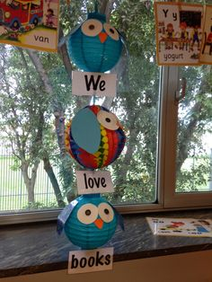 owl-themed reading display made from paper lanterns Library Displays, Classroom Displays, Owl Theme Classroom, Classroom Ideas, Classroom Teacher, Kindergarten Classroom, Sunday School Decorations, Reading Display, All About Me Preschool