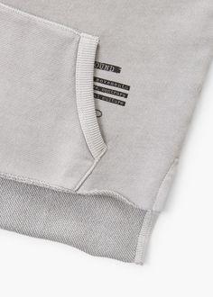 Sudadera combinada mensaje - Niños | MANGO Kids España Mens Sweatshirts, Hoodies, Daily Fashion, Mens Fashion, Fabric Labels, Sport Wear, Apparel Design, Fashion Details, Cool Shirts