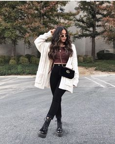 Casual Skirt Outfits, Casual Winter Outfits, Stylish Outfits, Fall Outfits, Cute Outfits, Look Blazer, Sophisticated Outfits, Winter Fashion Outfits, Casual Street Style