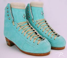 A refreshing color choice on these coaching custom skates! Roller Skating, Ice Skating, Figure Skating, Custom Boots, Skate Style, Skating Dresses, Skates, Combat Boots, Teal