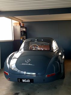 Mercedes Benz 300 SL - My list of the best classic cars Mercedes Benz 300 Sl, Mercedes Benz Autos, Mercedes Auto, Mercedes Classic Cars, Bmw Classic Cars, Retro Cars, Vintage Cars, Audi, Benz Amg