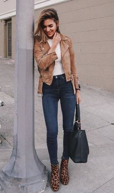 2018 Fashion Trends: Outfit Ideas To Try street style addict / brown jacket bag top skinny jeans leopard bootsstreet style addict / brown jacket bag top skinny jeans leopard boots Plaid Fashion, Moda Fashion, Tomboy Fashion, Fashion Outfits, Womens Fashion, Fashion Trends, Skinny Fashion, Fashion Tips, Boots Leopard