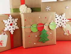 Christmas Fun Wrapping with Kraft Paper