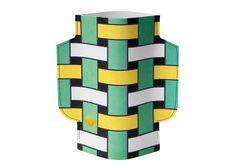 Vase en papier imperméable Artesania de la marque Octavo. S'utilise en combinaison avec une bouteille en plastique ou un récipient en verre.