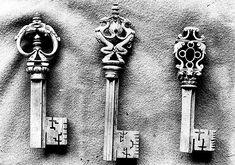 Clés anciennes objets d'Art, histoires des clés et leurs serrures.