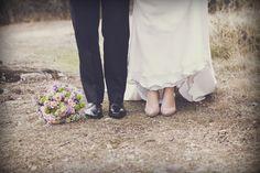 """""""Para vestir sus pies, Esther se decantó por unos #zapatos hechos a medida de Jorge Larrañaga, en #color #rosa palo y de #ante con #detalles de #piel en la #plataforma y el #tacon."""" jorgelarranaga.com"""