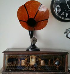 Metrodyne single dial radio with Burns ultra marbled celluloid radio horn Antique Radio, Oral History, Phonograph, Radios, Horn, Masters, 1920s, Romantic, Architecture