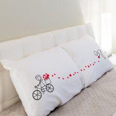 2 taies d'oreillers carrées  En coton et polyester   Pour un jeune couple #oreiller #dodo #coussin #love #lover #cushion #amour #couple #saintvalentin