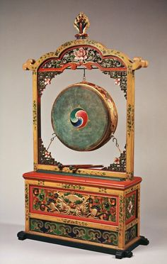 The damaru drum is a common ritual object of India, Tibet and Nepal. In Tantric Buddhism the drum is often placed next to the two principal ritual objects, the vajra/dorje and the bell. Buddhist Symbols, Buddhist Art, Tibetan Mandala, Tibet Art, Altar Design, 17th Century Art, Old Cemeteries, Angel Statues, Museum Collection