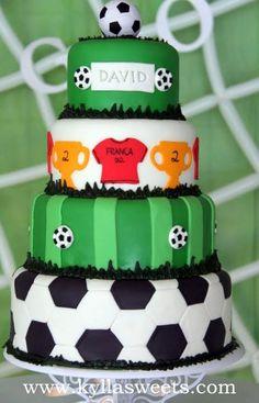 Soccer cake ~~~~~~~~~~~~~~~~ bolo futebol | Flickr - Photo Sharing!