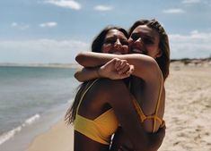 🌻 b e s t i e bff pictures, friend pictures Foto Best Friend, Best Friend Pictures, Best Friend Goals, Cute Beach Pictures, Beach Pics, Tumblr Beach Pictures, Sister Beach Pictures, Beach Instagram Pictures, Beach Picture Poses