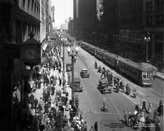 Photo of State Street 1934 Chicago, Chicago Historical Photography - Chicago, Illinois (c) 2005 David Phillips. Chicago School, Chicago Chicago, Chicago Illinois, Chicago Bears, Chicago Pictures, Illinois State, Chicago Photography, State Street, Old Images
