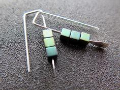 Aretes pequeños de hematites. joyería verde. joyería por Splurge