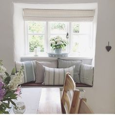 Like this window seat in kitchen Cottage Living Rooms, Cottage Interiors, House Rooms, Home Living Room, Coastal Living, Fishermans Cottage, Country Interior, Cool Rooms, Ideal Home
