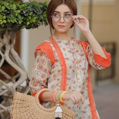 Simple Pakistani Dresses, Pakistani Fashion Casual, Pakistani Dress Design, Pakistani Outfits, Fancy Dress Design, Stylish Dress Designs, Stylish Dresses, Casual Dresses, Kurti Designs Party Wear