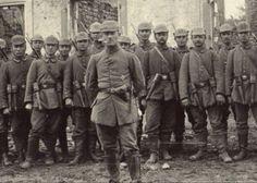 WW1-German-Stormtroop-in-france-Stickgrenade-Trenchknife-RPPC