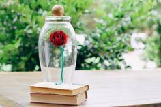 Enchant your party guests with this magical paper rose craft. Beauty And The Beast Crafts, Beauty And The Beast Party, Diy Beauty, Paper Rose Craft, Rose Crafts, Enchanted Rose, Disney Diy, Disney Crafts, Disney Ideas