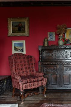 Rectory Red by Farrow & Ball is a rich red paint colour available at Tonic Living in Toronto Farrow Ball, Farrow And Ball Paint, Red Paint Colors, Paint Color Schemes, Wall Colours, Union Jack, Painting Over Wallpaper, Painting Walls, Victorian Kitchen