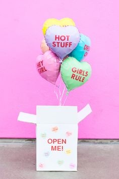 Make a Valentine balloon surprise box for Valentine's Day and fill it with funny conversation heart balloons for your gal pals or significant other! Valentines Balloons, Valentine Box, Valentine Day Gifts, Balloon Surprise, Surprise Box, Polly Pocket, Balloon Box, Balloon Ideas, Box Studio