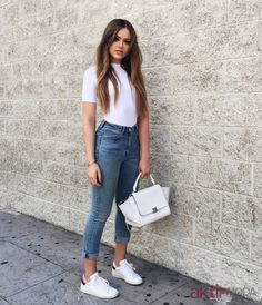 White Crop Top Outfit, Crop Top Outfits, Retro Outfits, Simple Outfits, Chic Outfits, Fashion Outfits, Jeans Con Tennis, Europe Outfits, University Outfit