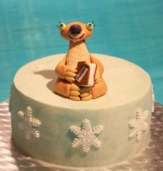 Ice Age Sid vanilla cake with chopped hazelnuts and chantilly cream filling  http://passionecupcakes.blogspot.it/