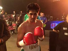 Boxer Vijender Singh Knocks Out Sonny Whiting to Start Professional Boxing Career With a Bang!