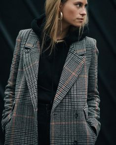 You are looking for stylish and trendy outfits for the cold winter . - Are you looking for stylish and trendy outfits for the cold winter days? Look Blazer, Plaid Blazer, Blazer Outfits, Casual Outfits, Oversized Blazer, Work Outfits, Check Blazer, Plaid Coat, Check Coat