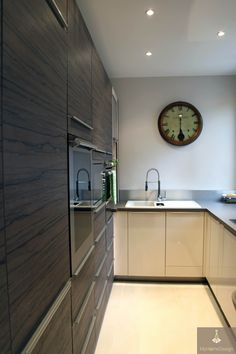 Espace 100% optimisé et fonctionnel dans cette petite cuisine en U