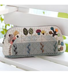 Japanese Patchwork, Japanese Quilts, Patch Quilt, Applique Quilts, Purse Wallet, Coin Purse, Fabric Bags, Small Quilts, Quilted Bag