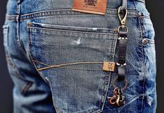 Porte-clés cuir mousqueton Denim Jeans Men, Jeans Pants, Estilo Denim, Yellow Jeans, Patterned Jeans, Denim Fashion, Jeans Style, Garra, Scallops