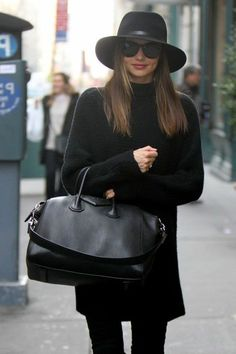 Miranda Kerr dans une tenue totalement noir                                                                                                                                                      Plus