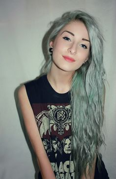 Pastel goth : blue/green hair soft grunge (basically hair goals)