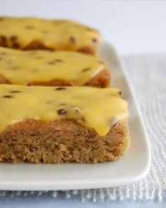 Banana cake with passionfruit icing / Bolo de banana com cobertura de maracujá by Patricia Scarpin, via Flickr