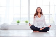 Wondering how to do yoga at home? Here are some great tips to get you started! Power Of Meditation, Free Meditation, Meditation Benefits, Meditation Practices, Meditation Music, Mindfulness Meditation, Relaxation Meditation, Lotus Position, Yoga Equipment