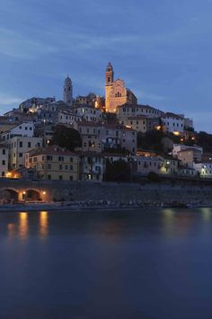 A lovely village perched on the hills overlooking Ligurian sea: Cervo, Imperia, Liguria - © Paolo Picciotto
