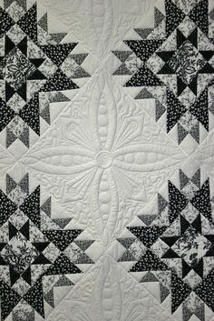 Black and white quilt |  Kamama710 at Flickr