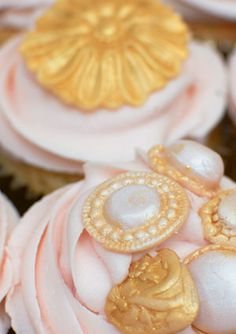 Edible sparkling jewel cupcakes - http://www.rubyanddiva.com/boutique/perfect-planning/unique-cakes-sweets/rosalind-miller-cakes/