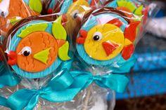Apaixonada por esta linda Festa Fundo do Mar!!Venha se inspirar nesta fofura de decoração.Imagem do blog Imagine Scrap.Lindas ideias e muita inspiração.Bjs, Fabíola Teles.Mais ideias lindas:Im...