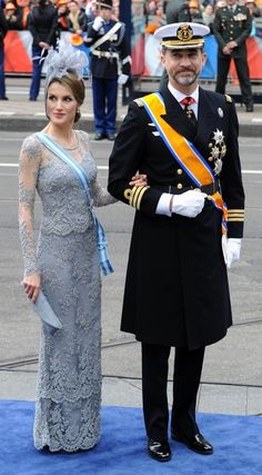 Queen Letizia and King Felipe, then Prince and Princess of Asturias, at King Willem Alexander of the Netherlands' inauguration. Dutch Princess, Prince And Princess, Investiture Ceremony, Lavender Gown, Spanish Royalty, Prince Charles And Camilla, Spanish Royal Family, Royal Tiaras, Crown Princess Victoria