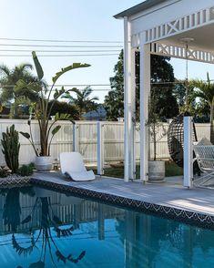 "BIG HOUSE LITTLE HOUSE on Instagram: ""Hello long weekend 👋🏼 #paddington #reno #designbyBHLH"" Outdoor Spaces, Outdoor Living, Outdoor Decor, Deck Design, Landscape Design, Tile Trim, Hamptons House, Big Houses, Great Shots"