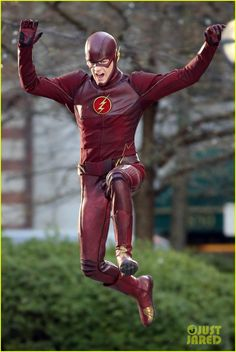 Yep, I'm sold on the Flash TV Series. This costume is perfect! The Cw Shows, Dc Tv Shows, Supergirl Dc, Supergirl And Flash, Super Hero Outfits, Super Hero Costumes, Flash Cosplay, The Flashpoint, Marvel Universe