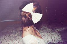 I love oversized bows