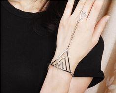 Brazalete con anillo de triangulo - VENDE MODA
