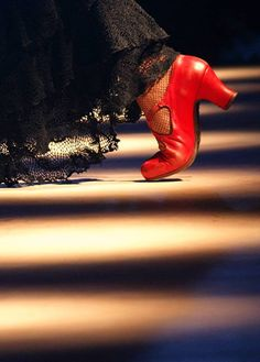 I love having red shoes for dance ! Shall We Dance, Just Dance, Flamenco Shoes, Spanish Dancer, Dance Art, Red Shoes, Color Themes, Belly Dance, Spain